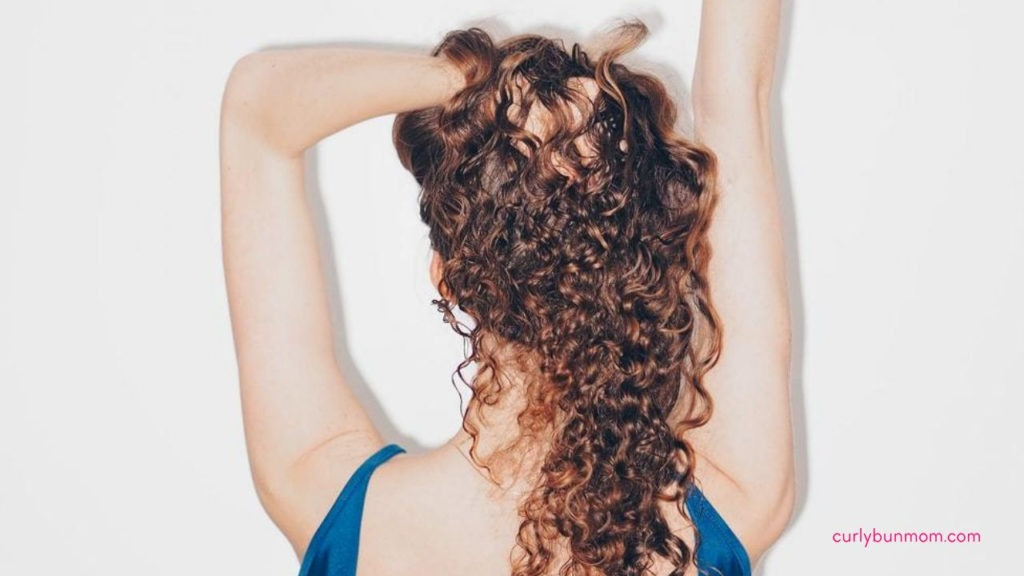 how to refresh curls in the morning - refresh second day curls - refreshing curly hair tips